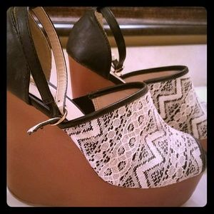 Black and White Tribal Wedges
